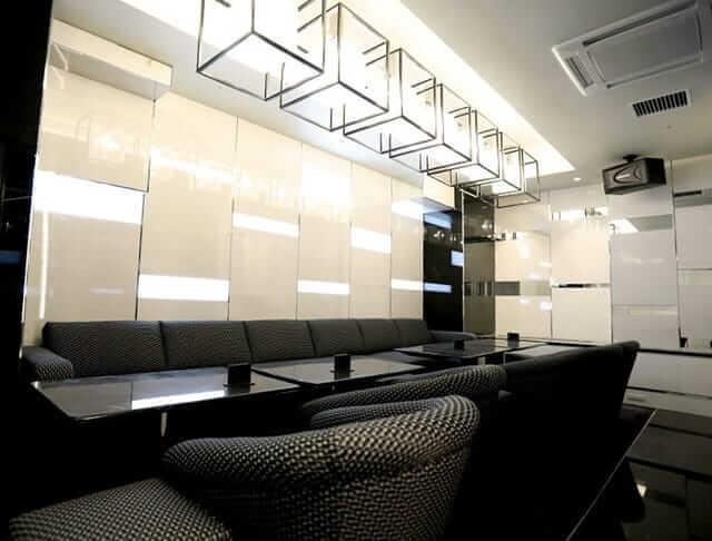 白と黒を基調とした綺麗なお部屋